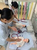 新生児のバイタルサイン測定