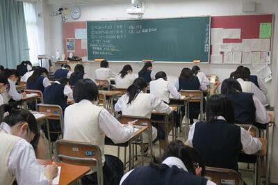 高校3年生 現代社会の試験に向き合います。